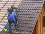 Как крыть крышу металлочерепицей видео – Как крыть крышу металлочерепицей своими руками: подробная инструкция